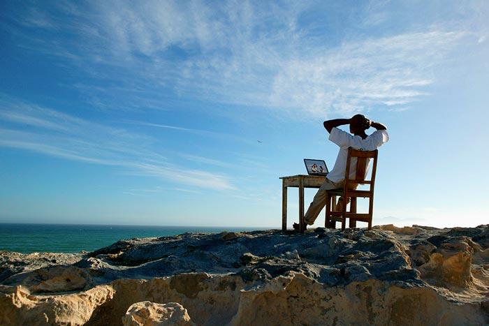 Hombre en la Playa - Renta Fija