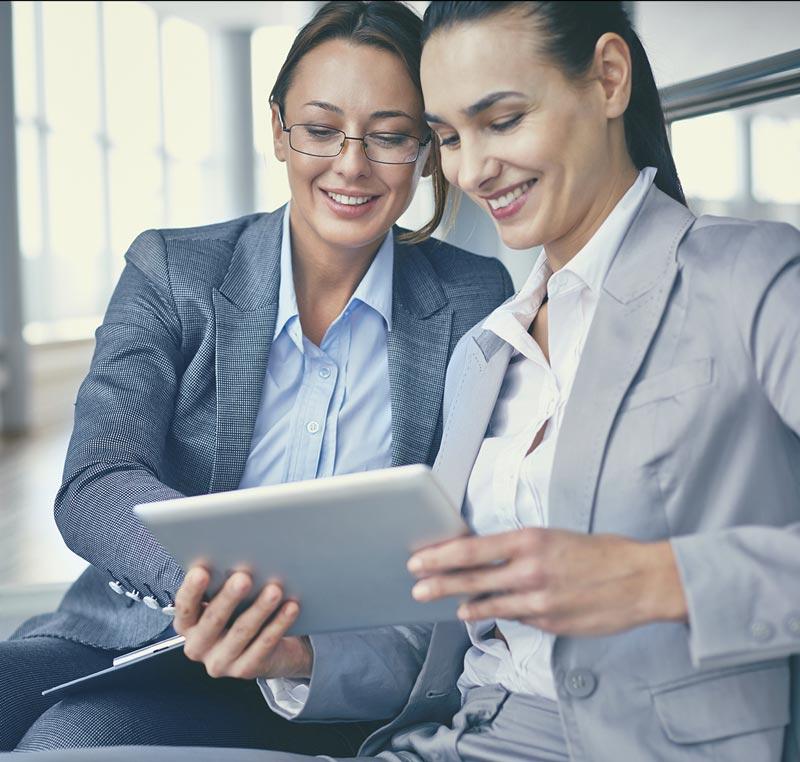 Mujeres riendo - Modelos de Atención Inversiones
